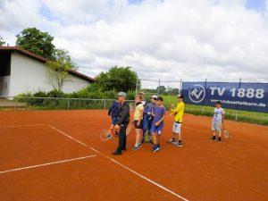 Tennis spielen-18